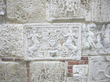 Montepulciano Palazzo Bucelli, lapidi e iscrizioni etrusche