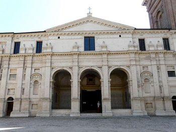 Mantova La Basilica di Santa Barbara foto di D. Papalini