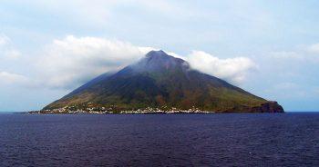 Vulcani Stromboli veduta-dal-mare