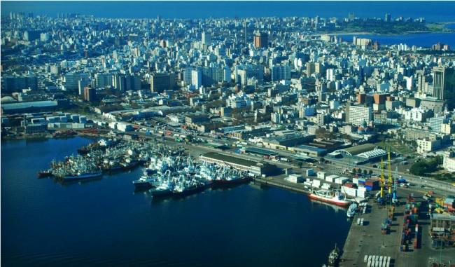 "Montevideo, affacciata sul ""fiume-mare"""
