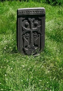 Armenia Yerevan monolite in pietra con croce (ph. Mario Negri © Mondointasca.it)
