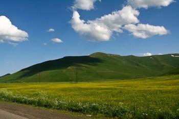 Yerevan Armenia verdi colline (Ph. Mario Negri © Mondointasca.it)