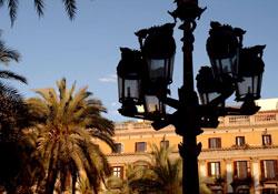 Rambla Placa Reial e lampione Gaudì