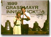 Johann Grassmayr e signora brindano al termine di una fusione