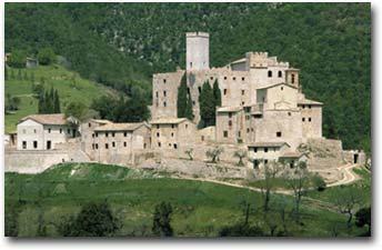Il Castello di Antognolla con il borgo medievale