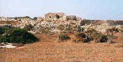 Lampedusa i tipici dammusi, vecchie costruzioni rurali