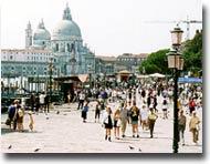 Turisti alla Basilica della Salute