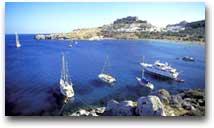 La baia di Lindos nell'isola greca di Rodi