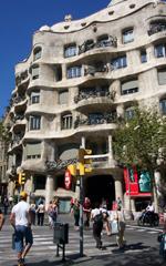 Casa Milà, con la sua incredibile facciata scolpita