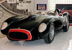 La 250 Testa Rossa da oltre 9 milioni di euro, record assoluto per una vettura all'asta, in esposizione alla Galleria Ferrari di Maranello