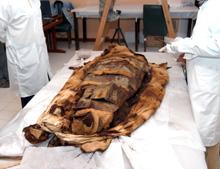 Il pesante fardello che conteneva i resti della Señora de Cao