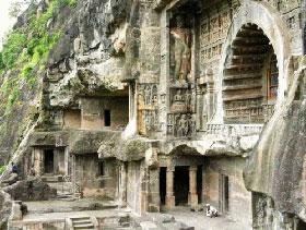 Le antiche grotte di Ajanta del Maharashtra, patrimonio Unesco. Sono una delle mete dei pellegrini buddisti
