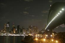 Lo spegnimento delle luci dell'Harbour Bridge a Sydney (Foto: