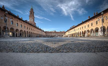 Vigevano, Piazza Ducale