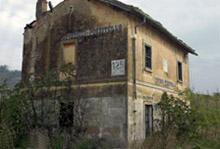 La vecchia stazione di Pisticci, in provincia di Matera, testimonia lo stato di abbandono di numerosi immobili appartenenti al patrimonio ferroviario. Opportunamente recuperati potrebbero diventare strutture turistiche.
