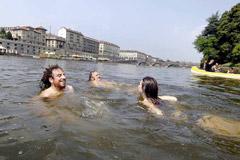 Bagno nel Po, a Torino (Foto: Paolo Hutter)