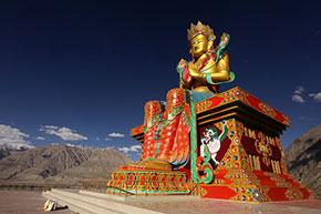La statua del Buddha nel Ladakh