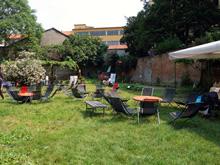 Gli spazi verdi della cascina, adibiti dal Consorzio Cascina Cuccagna a luoghi di incontro