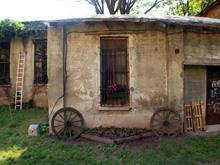 Un angolo del cortile della Cascina Cuccagna