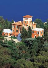 Villa Hanbury sul declivio di Capo Mortola, circondata dal parco botanico con 3.500 specie vegetali (Archivio Fotografico Regione Liguria)