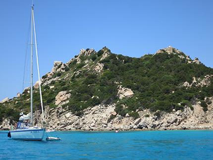 Sardegna Il mare azzurrissimo dell'Isola di Spargi