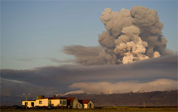 La nube di cenere del vulcano islandese
