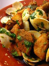 Un buon piatto di Porco a Alentejana