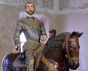 La statua di Vespasiano Gonzaga all'interno di Palazzo Ducale