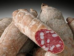 Il salame di Sant'Olcese prodotto con carne per metà bovina e per metà suina