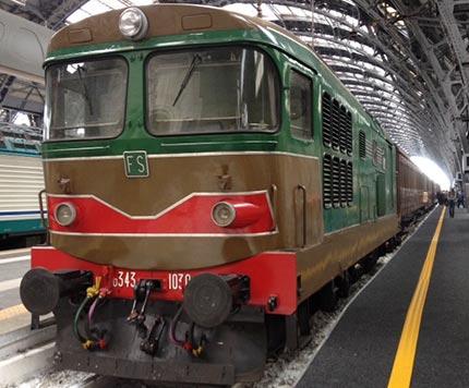 Valsesia con i treni storici Il treno storico che trasporta i viaggiatori in Valsesia