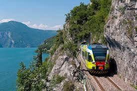 Sul lago Maggiore in treno