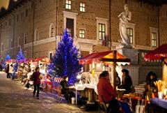 Il mercatino nelle vie del centro storico