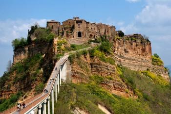 Turisti Civita di Bagnoregio