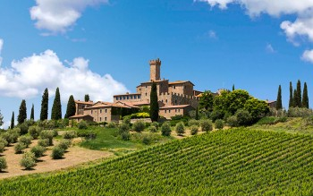 Paesaggio-Toscana-con-Agriturismo