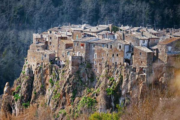 Italy,-Calcata