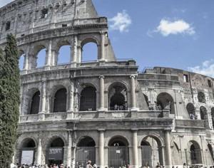 Il miracolo per gli inquilini dei palazzi romani vista Colosseo del Comune a 10 euro al mese