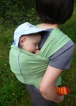 Bambino in fascia