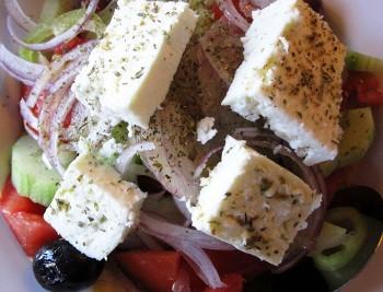 Viaggiare koriatiki insalata greca