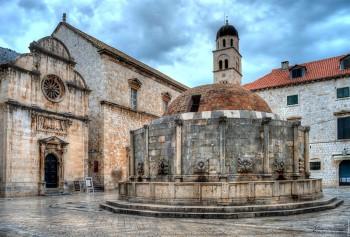 Dubrovnik fontana-Onofrio- chiesa-S
