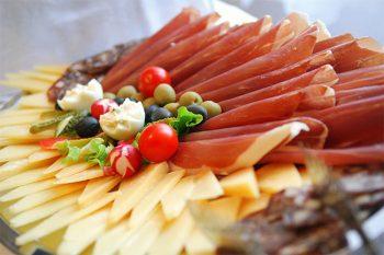 Rovigno Croazia-formaggi-e-salumi