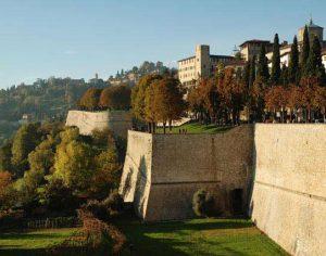 Bergamo, un abbraccio delle mura da record mondiale
