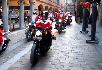 Basilea sfilata babbi natale in-Harley-Davidson