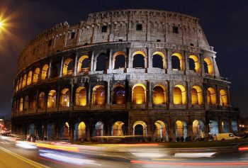 Archeologici Roma-colosseo-esterno