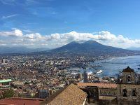 Veduta di Napoli col Vesuvio sullo sfondo del golfo