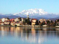 Sesto Calende vista-dal Lago Maggiore, sullo sfondo il Monte Rosa
