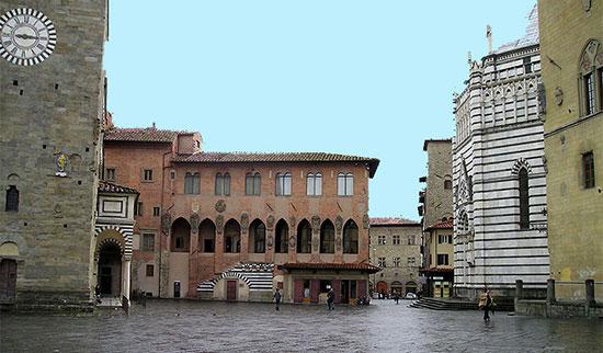 città europee Pistoia-Piazza-Duomo