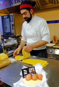 Cucina tipica piemontese Preparazione-della-pasta-per-gli-agnolotti