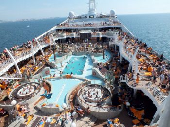 Franciacorta MSC-Fantasia-ponte-con-piscine