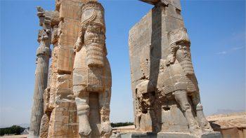 Persepoli-lamassu-divinità-testa-umana-corpo-taurino