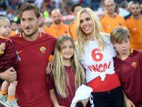 Ritratto di famiglia in uno stadio, l'Olimpico